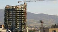 سقوط ترسناک اشیا از ساختمانی نیمهکاره در تهران روی سر مردم