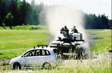 عبور تانک با سرعت زیاد از روی چندین خودرو