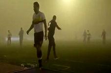 توقف مسابقه فوتبال به دلیل طوفان گرد و خاک!
