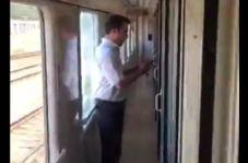 حرکت پسندیده مهماندار قطار برای مسافران در حین ورود به مشهد