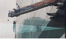 اتفاق وحشتناکی که برای کارگران شیشه پاک کن رخ داد