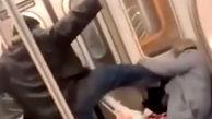 ضرب و شتم زن سالخورده توسط مرد جوان در مترو!