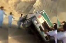 مردم سیستان و بلوچستان به جای سلفی گرفتن آستین بالا زدند