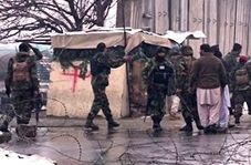 لحظاتی پس از انفجار تروریستی در مقابل دانشگاه نظامی مارشال فهیم کابل + فیلم