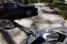 خطری که از بیخ گوش موتورسوار گذشت!