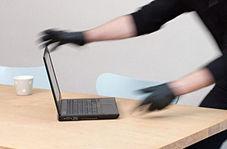 سرقت لپ تاپ با سوء استفاده از حواس پرتی فروشنده!