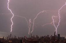 روشن شدن آسمان شیکاگو با رعد و برقهای متوالی