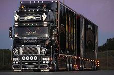لحظه عجیب بلند کردن کامیون غولپیکر توسط تعداد زیادی پهپاد!