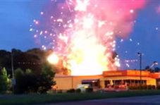 آتشسوزی فشفشه فروشی در آمریکا
