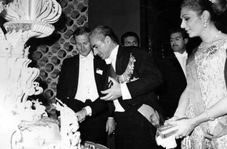 جشن تولد شاه با هزینههای هنگفت از جیب مردم